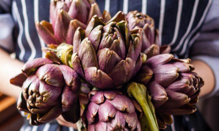 A bouquet of fresh artichokes. (Giulia Scarpaleggia)