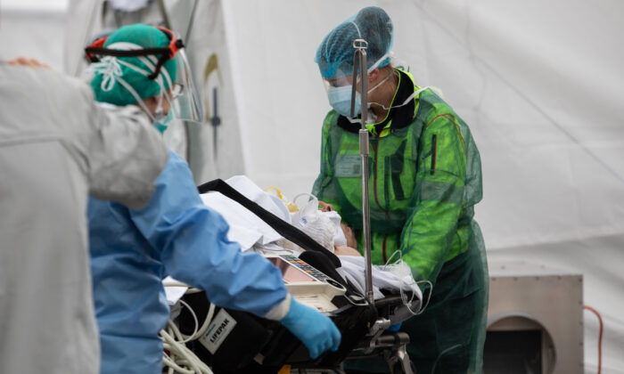 A patient is treated by a doctor at a Samaritan's Purse Emergency Field Hospital in Cremona, near Milan, Italy on March 20, 2020. Samaritan' (Emanuele Cremaschi/Getty Images)
