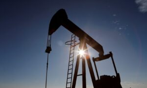 Oil Jumps 5% to Over $28 on Fed Steps to Support Economy