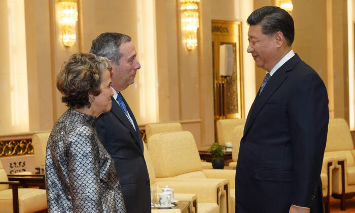 Chinese leader Xi Jinping talks to Harvard University President Lawrence Bacow and his wife, Adele Fleet Bacow, at The Great Hall of the People in Beijing on March 20, 2019. (Andrea Verdelli/Pool/Getty Images)