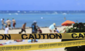 Tourists Defy Hawaii's 14-Day Quarantine Rule, Locals Pack Beaches Amid CCP Virus Pandemic
