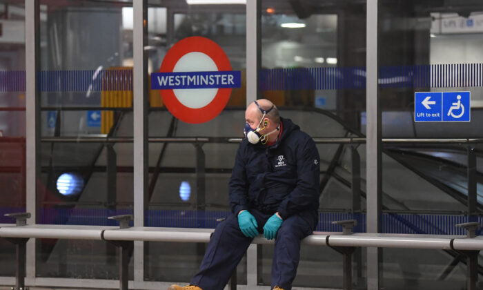A member of the public wears a a protective mask at a subway station in London, England, on March 25, 2020. (Alex Davidson/Getty Images)