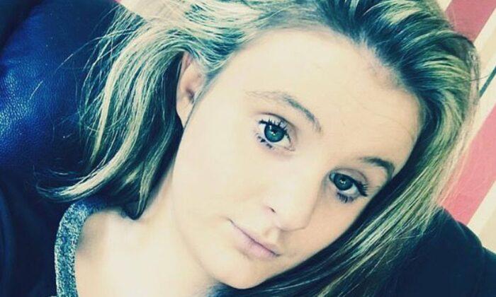 Chloe Middleton, 21, died from coronavirus (Facebook/selfie)