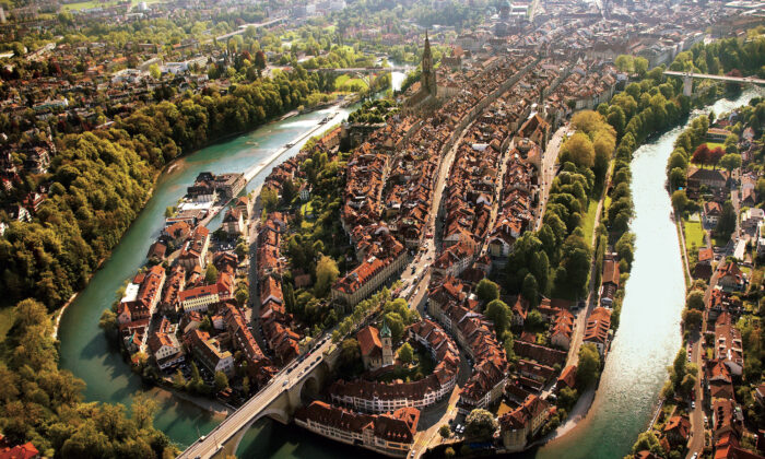 The Aare River loops around Bern. (Terence du Fresne/swiss-image.ch)