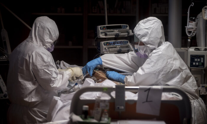 Doctors treat COVID-19 patients in an intensive care unit at the third Covid 3 Hospital (Istituto clinico CasalPalocco) during the Coronavirus emergency in Rome, Italy, on March 26, 2020. (Antonio Masiello/Getty Images)