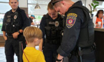 Photo of Boy Praying for Police Officers' Safety in Chick-fil-A Goes Viral on Facebook