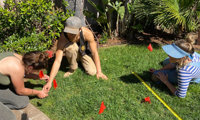 Maryl Petreccia (L) and friends work on the garden in Encinitas, Calif., on March 23, 2020.  (Courtesy of Maryl Petreccia)