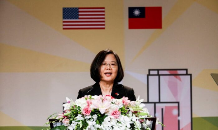 Taiwanese President Tsai Ing-wen speaks at the Los Angeles Overseas Chinese Banquet during a visit in Los Angeles, California, U.S., on Aug. 12, 2018. (Ringo Chiu/Reuters)