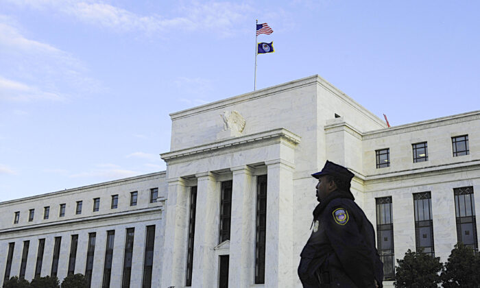 A US Federal Reserve officer stands watch in front of the Federal Reserve Building in Washigton, DC, on Oct. 29, 2008. (Karen Bleier/AFP/Getty Images)