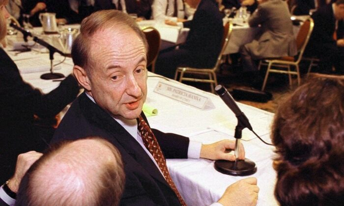 Robert Garff (facing camera), chairman of the Salt Lake Olympic Executive Committee, speaks in a Feb. 9, 1999, file photograph. (George Frey/AFP via Getty Images)