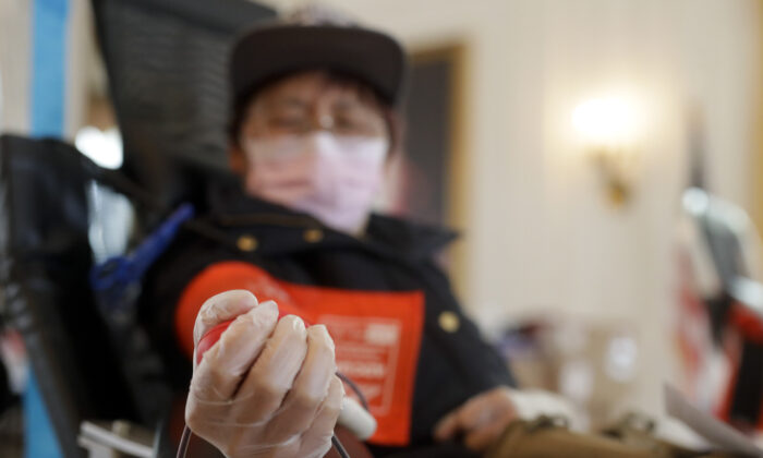 Sugin Quang donates at a blood drive hosted by the Richard Nixon Presidential Library to help meet the urgent demand for donations amid the CCP virus outbreak across the United States in Yorba Linda, Calif., on March 31, 2020. (Chris Carlson/AP Photo)