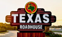 Texas Roadhouse CEO Sacrifices His Salary, Bonus to Pay Workers During CCP Virus Outbreak