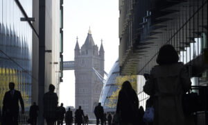 More Than a Quarter of UK Firms Cut Staff as CCP Virus Hits