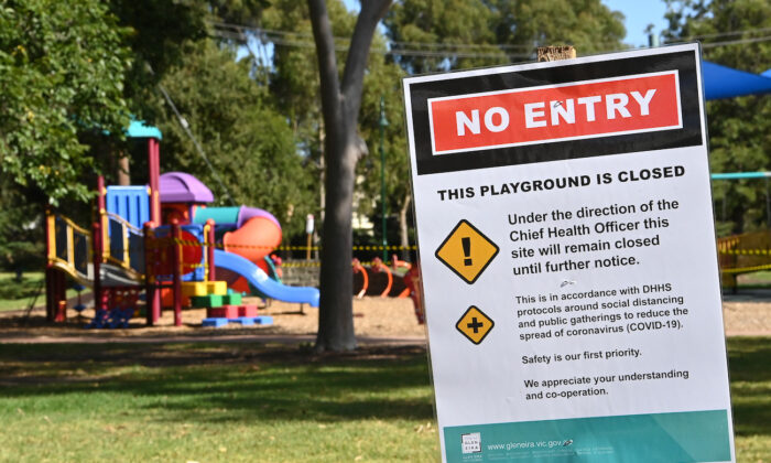 An information notice stating the closure of outdoor playground equipment is seen in Melbourne, Australia, on March 31, 2020. (Quinn Rooney/Getty Images)