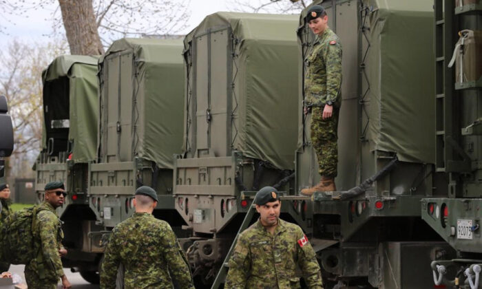 Reservists help pack military vehicles with boats and fuel at CFB Kingston Kingston, Ont., on May 9, 2017.  (Lars Hagberg/The Canadian Press)