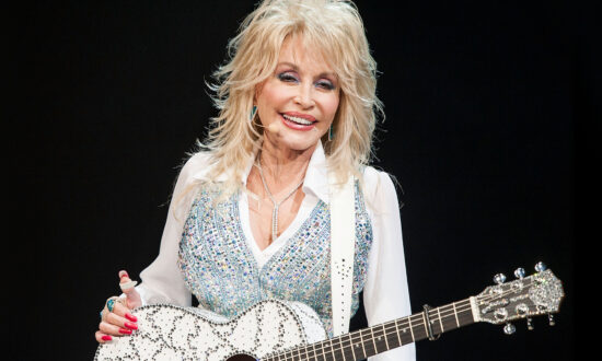 Legendary Country Singer Dolly Parton Donates $1 Million Toward Researching Cure for Covid-19