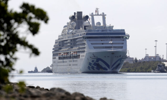 The Coral Princess cruise ship arrives at PortMiami during the CCP virus outbreak, in Miami, on April 4, 2020. (Lynne Sladky/AP)