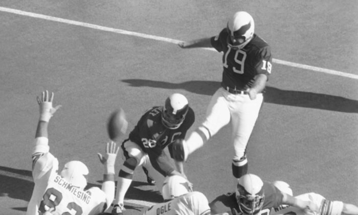 Philadelphia Eagles Tom Dempsey (19) kicks a point after a touch down during the first period on his way to 13 points, during an NFL football game against the St. Louis Cardinals in St. Louis, Mo., on Nov. 22, 1971. (AP Photo)
