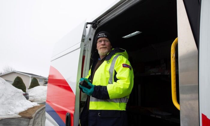 Craig Dyer, a postal worker, is back on the job delivering mail in Mount Pearl, Nfld., on April 3, 2020 following a two week isolation period when a co-worker tested positive for COVID-19. (Paul Daly/The Canadian Press)