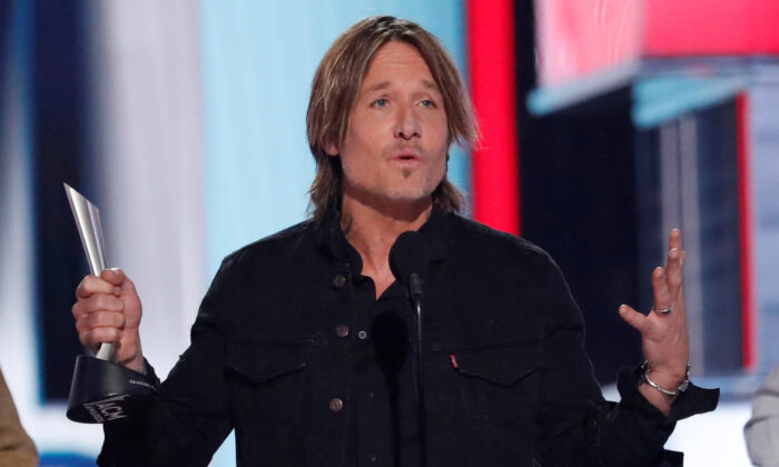 Keith Urban accepts the entertainer of the year award during the 54th Academy Of Country Music Awards at MGM Grand Garden Arena in Las Vegas, Nev., on April 7, 2019. (Mario Anzuoni/Reuters)