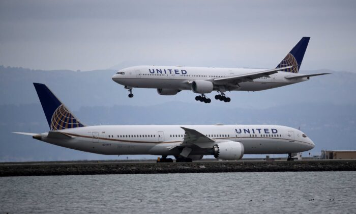 A United Airlines plane lands at San Francisco International Airport in Burlingame, Calif., on March 6, 2020. (Justin Sullivan/Getty Images)