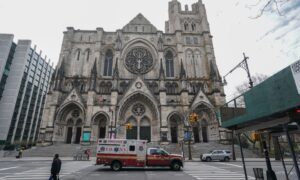New York COVID-19 Hospitalizations Appear to Reach Plateau: Governor