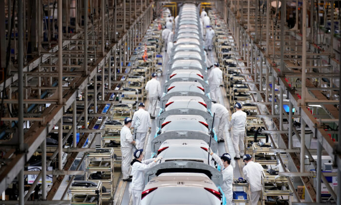 Employees work on a production line inside a Dongfeng Honda factory after lockdown measures in Wuhan, the capital of Hubei Province and China's epicenter of the novel coronavirus disease (COVID-19) outbreak, were further eased, on April 8, 2020. (Aly Song/Reuters)