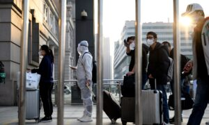 Tens of Thousands Leave After Wuhan Lifts Quarantine
