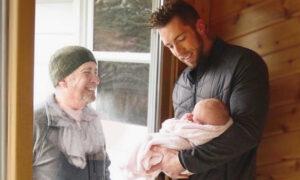 Grandpa Walks 4 Miles to See Newborn Granddaughter Through Glass Door Amid CCP Virus