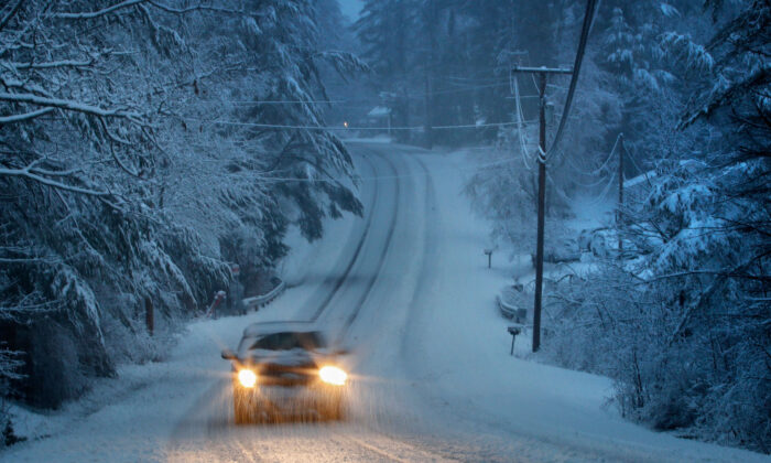 A springtime snowstorm creates challenging driving conditions in Freeport, Maine,on April 9, 2020.  (Robert F. Bukaty/AP)