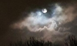 Woman Captures Once-in-a-Lifetime 'Eye of the Storm' on Her Phone Around a Full Moon