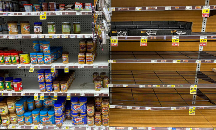 Grocery store shelves are seen inside Kroger's Ralphs supermarket amid fears of the global growth of CCP virus cases, in Los Angeles, Calif., on March 15, 2020. (Patrick T. Fallon/Reuters)