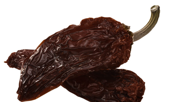Chipotle peppers are jalapeño peppers that have been fully ripened and then smoke-dried. (Hortimages/Shutterstock)