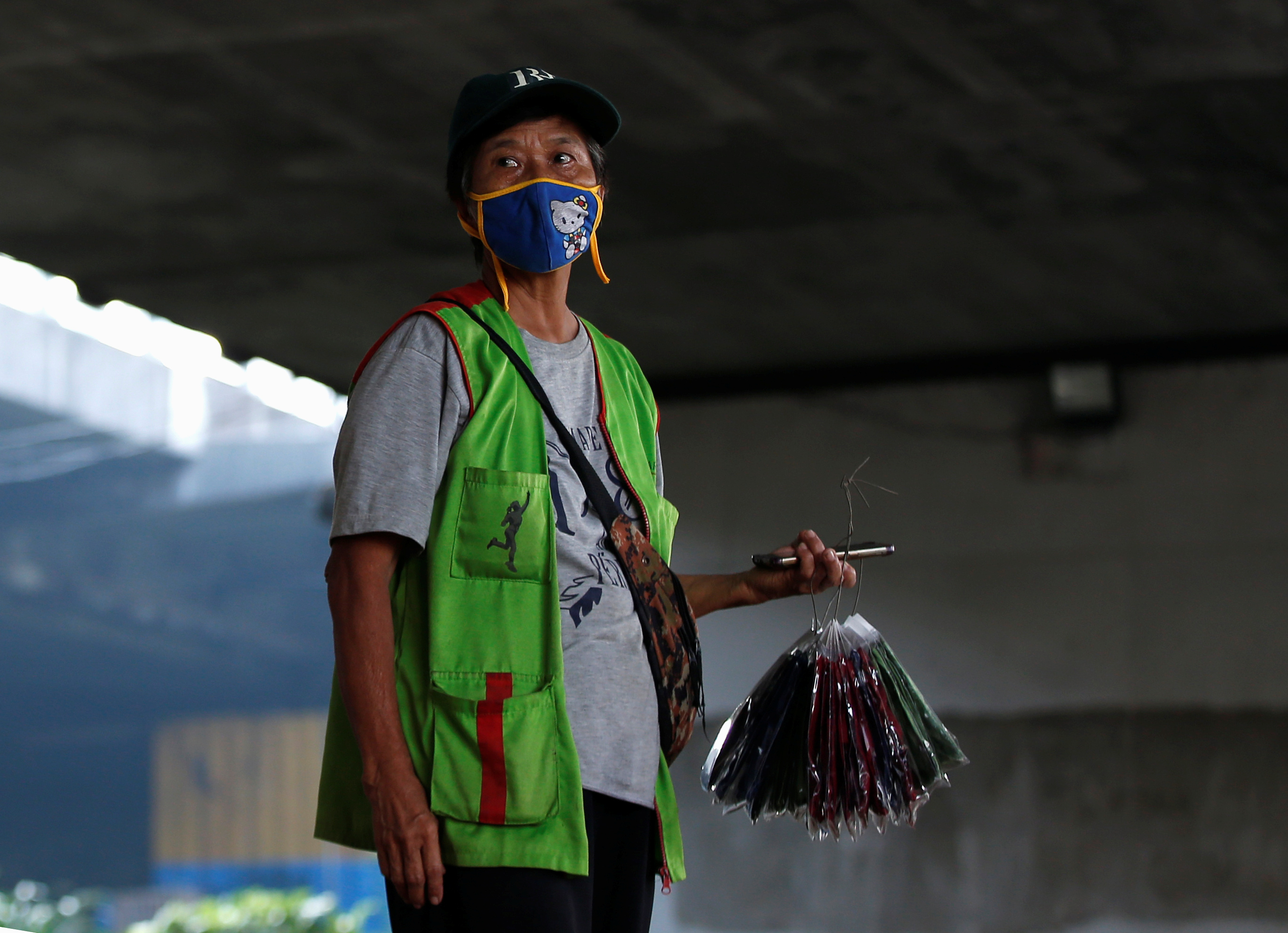 a street vendor offers cloth face masks under a bridge on a main road during the imposition of large-scale social restrictions by the government to prevent the spread of the CCP virus in Jakarta, Indonesia, on April 12, 2020.