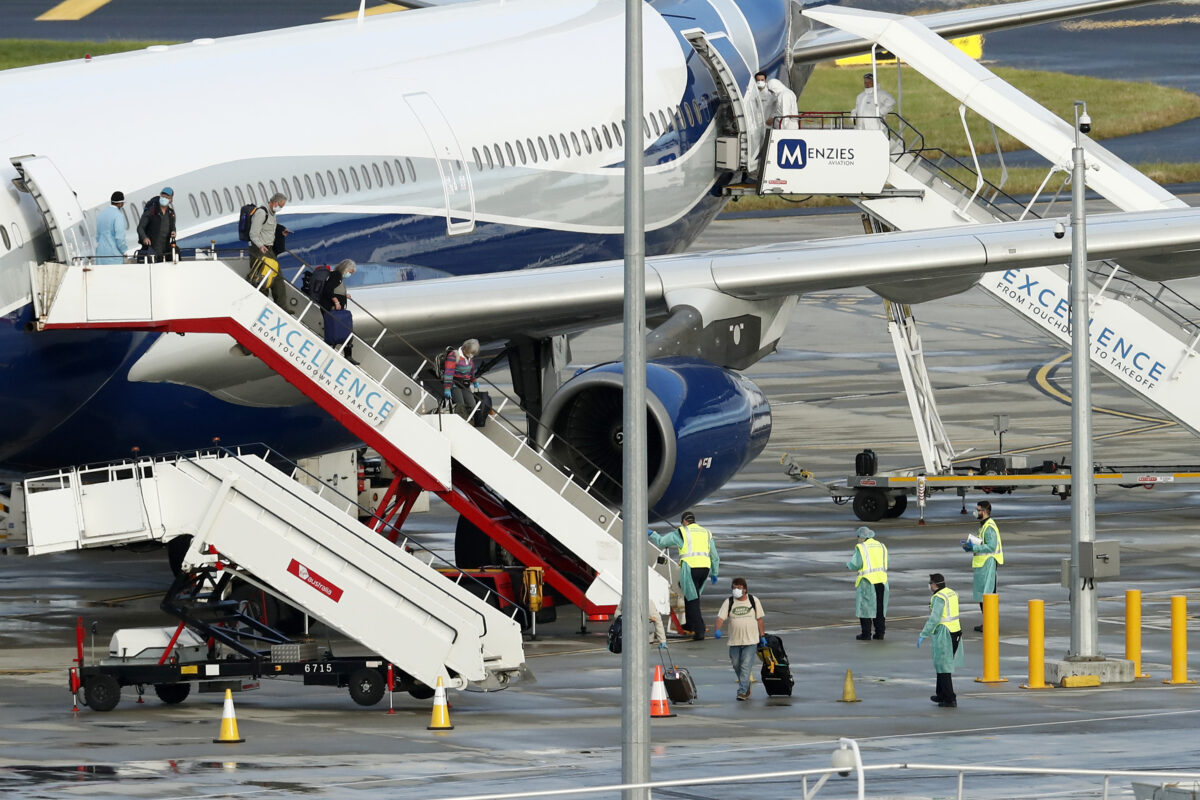 all-victoria-s-hotel-quarantine-staff-to-be-vaccinated-ahead-of-international-flight-arrivals