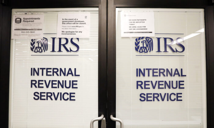 Doors at the Internal Revenue Service (IRS) in the Henry M. Jackson Federal Building are locked and covered with blinds as a sign posted advises that the office will be closed during the partial government shutdown in Seattle, on Jan. 16, 2019. (Elaine Thompson/AP)