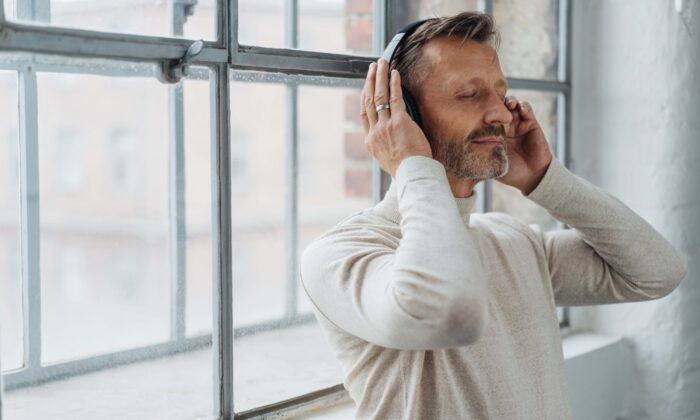 There are many ways to calm our nerves and become joyful, but perhaps none carry the universal appeal of listening to music.(stockfour/Shutterstock)