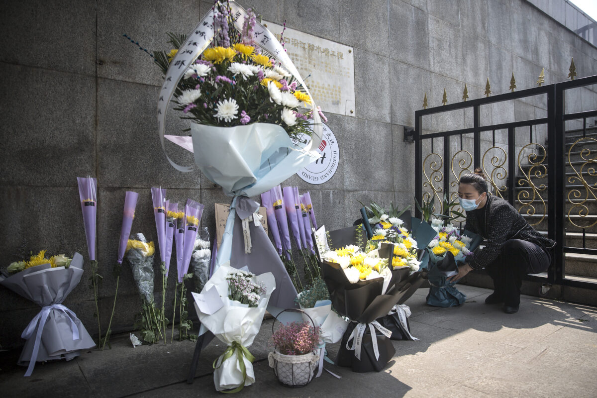People Mourn COVID-19 Victims In Wuhan On Tomb Sweeping Day