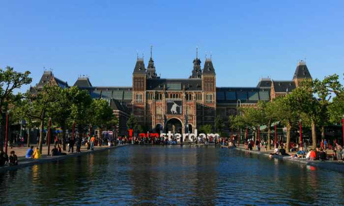 Visit the famous art museums of the world—right now. Façade of the Rijksmuseum as seen from the Museum Square. (CC BY-SA 3.0)