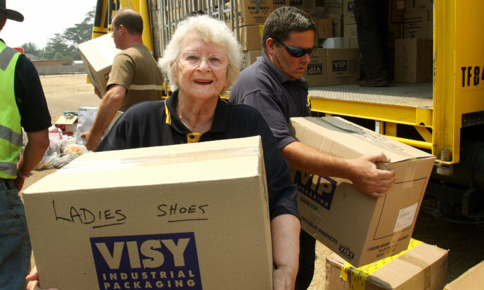 TO GO WITH Australia- An elderly volunteer helps to unload a truck of donated goods, north of Melbourne on February 13, 2009. ( WILLIAM WEST/Getty Images)