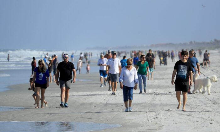 People at the beach in Jacksonville Beach, Fla., on April 17, 2020. (Sam Greenwood/Getty Images)