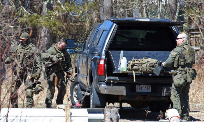 Royal Canadian Mounted Police (RCMP) members pack up after the search for Gabriel Wortman in Great Village, Nova Scotia, Canada on April 19, 2020. (John Morris/Reuters)