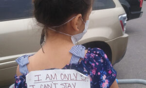 Mom Puts Sign on Daughter's Back in Grocery Store for Would-Be Social Distance Shamers