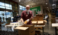 Thousands of Americans Turn to Food Banks Amid Mass Unemployment