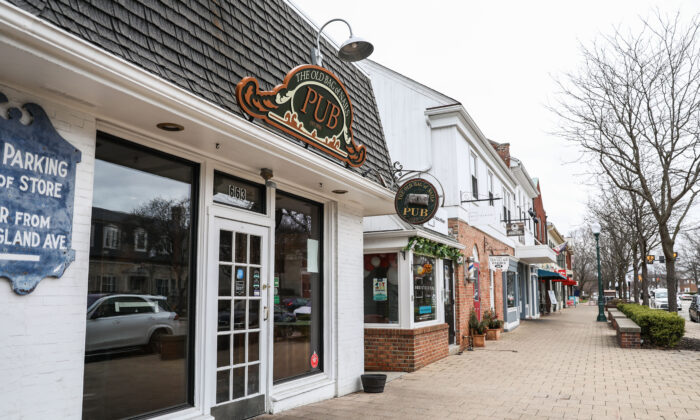 Many stores are closed and others are essentially empty in the City of Worthington in Columbus, Ohio, on March 17, 2020. (Charlotte Cuthbertson/The Epoch Times)