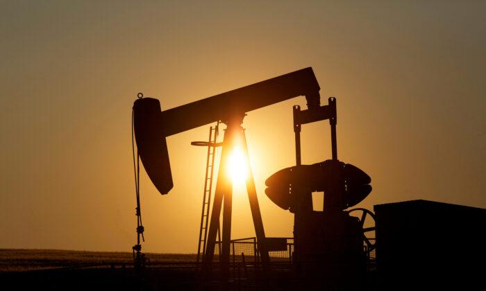 An oil pump jack pumps oil in a field near Calgary, Alberta, Canada on July 21, 2014. (Todd Korol/File Photo/Reuters)