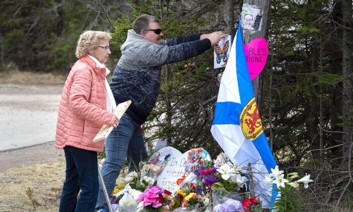 People pay their respects at a memorial in Portapique on April 22, 2020, after alleged killer Gabriel Wortman went on a murder rampage in Portapique and several other Nova Scotia communities. (The Canadian Press/Andrew Vaughan)