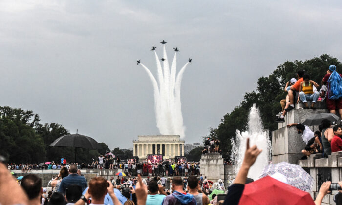 """The Blue Angels (six F-18s) fly overhead as people gather on the National Mall for the """"Salute to America"""" Fourth of July event with President Donald Trump at the Lincoln Memorial in Washington, on July 4, 2019. (Stephanie Keith/Getty Images)"""