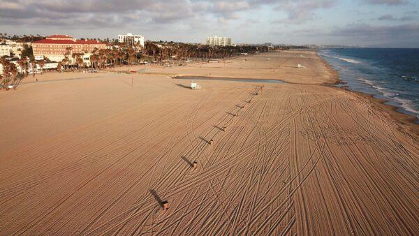 Empty-Santa-Monica-beach
