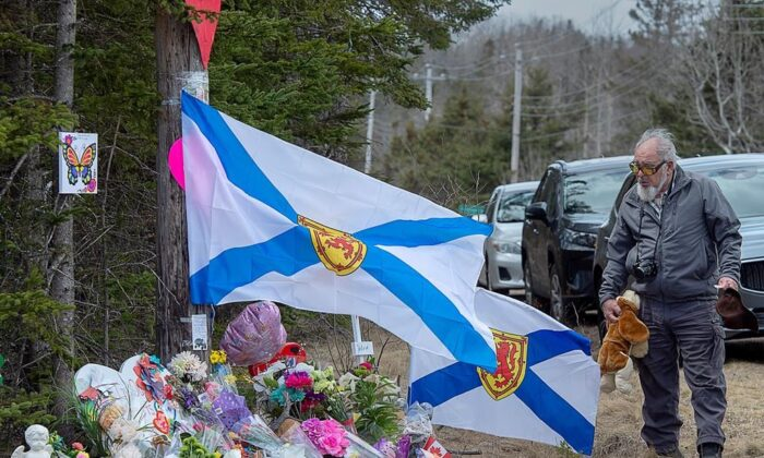 A man pays his respects at a roadside memorial in Portapique, N.S. on April 23, 2020. (The Canadian Press/Andrew Vaughan)